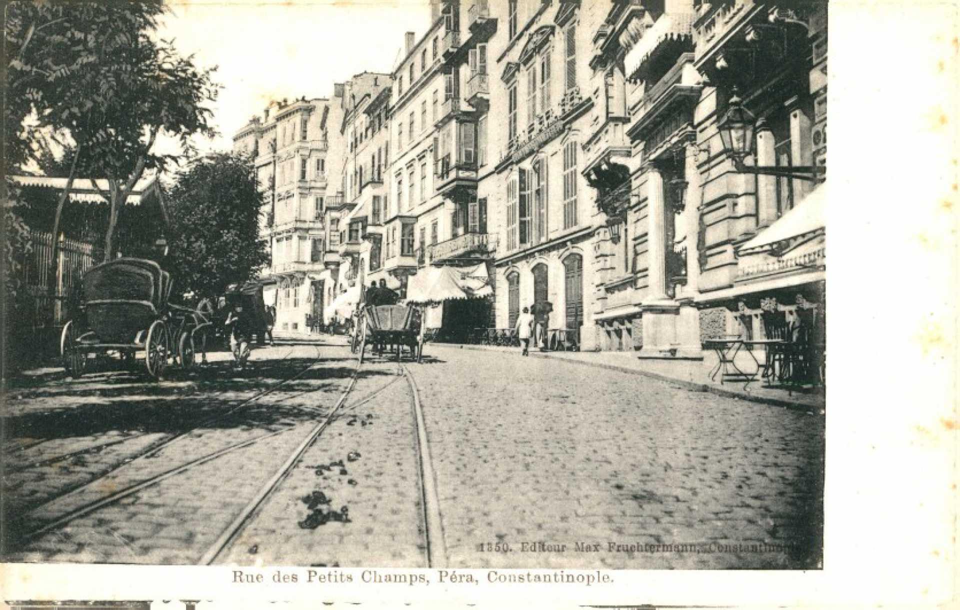 Rue des Petits Champs. Pera