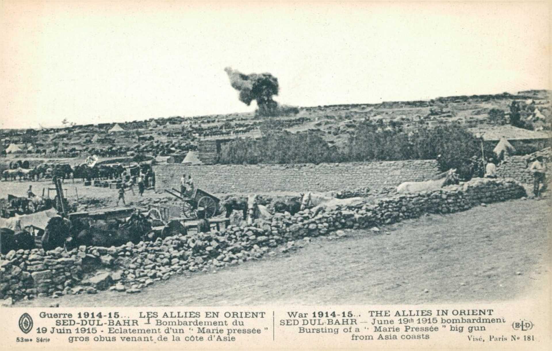 """""""Guerre 1914-15… Les Allies en orient Sed-Dul-Bahr – Bombardement du 15 Juin 1915. Eclatement d'un """"""""Marie pressee"""""""" gros obus venant de la cote d'Asie"""""""