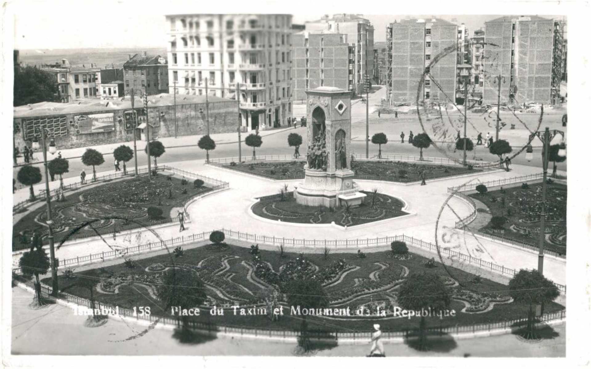Place du Taxim et Monument de la Republique