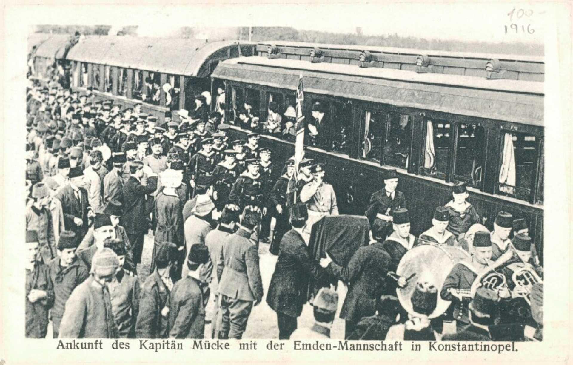 Ankunft des Kapitan Mücke mit der Emden-Mannschaft in Konstatinopel