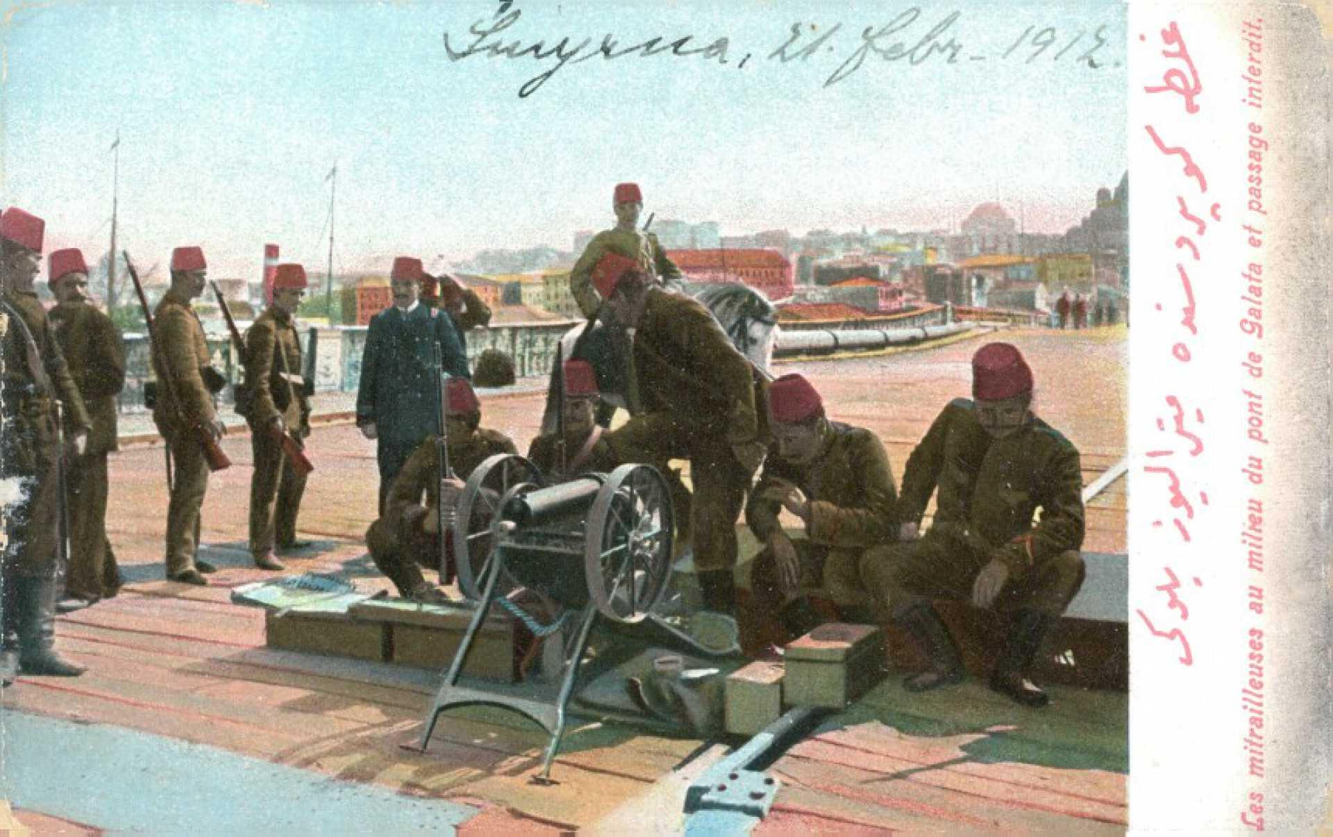 Les mitrailleuses au milreu du pont Galata et passage interdit