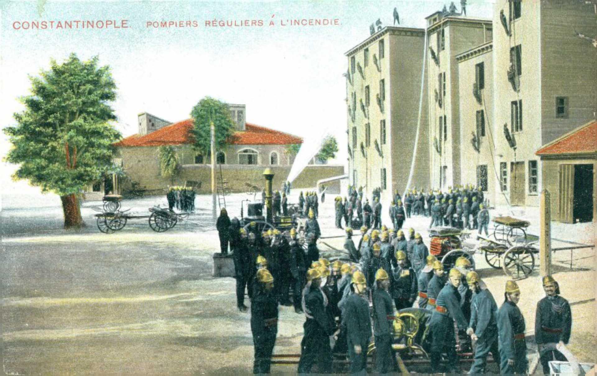 Constantinople. Pompiers reguliers a l'incendie
