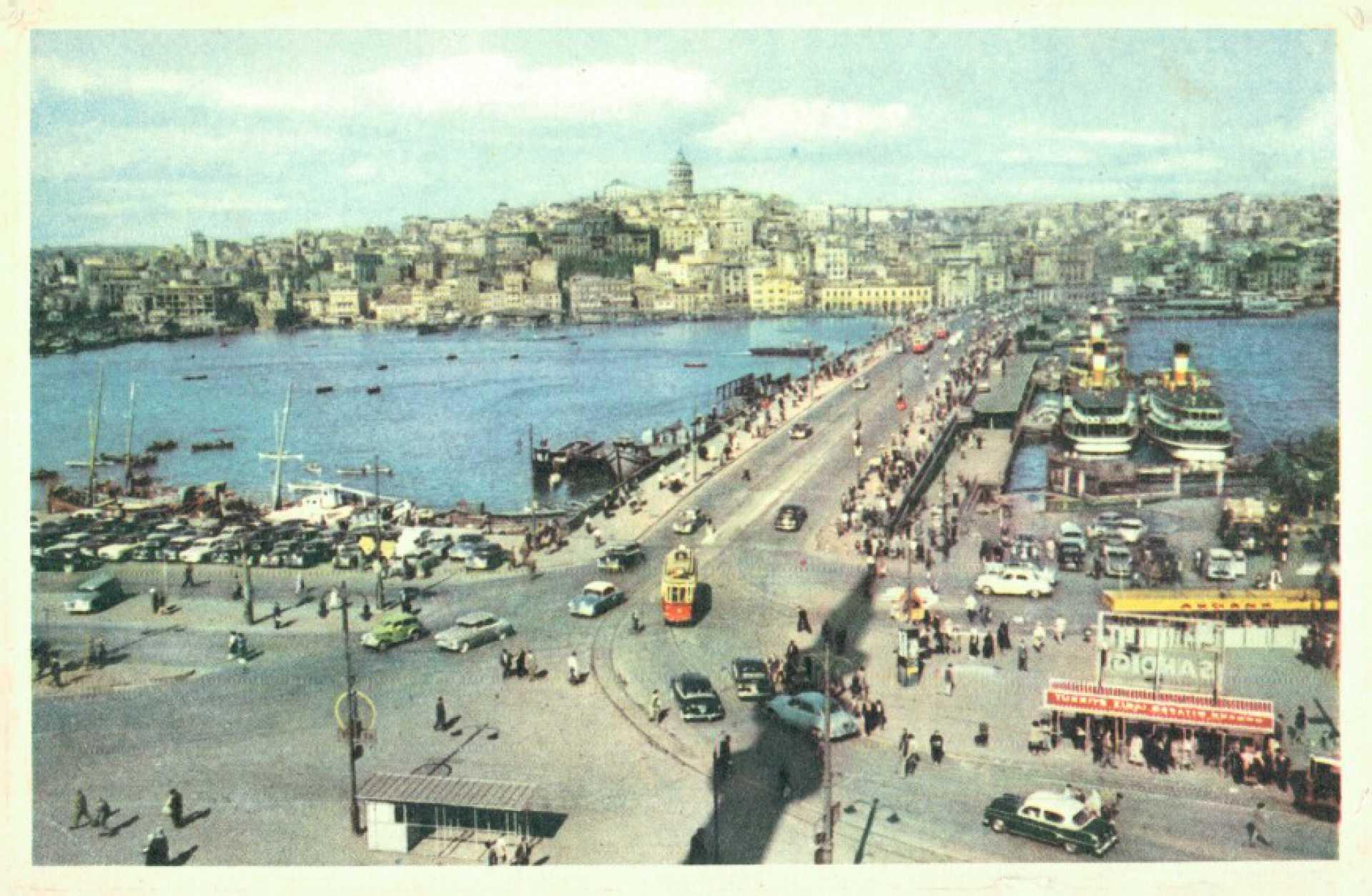 Galata Köprüsü  Galata Bridge and the Golden Horn. Istanbul