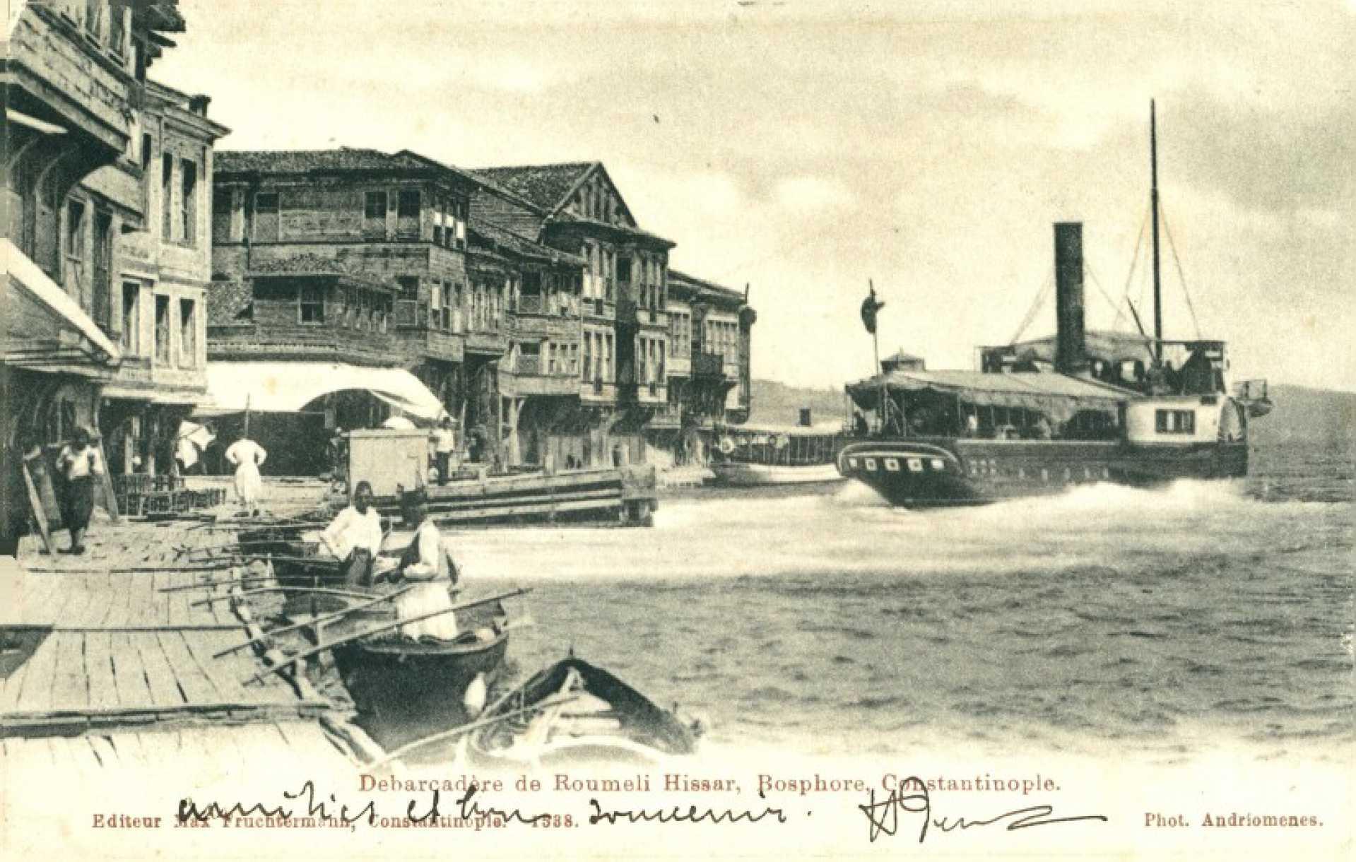 Debarcadere de Roumeli Hissar. Bosphore. Constantinople