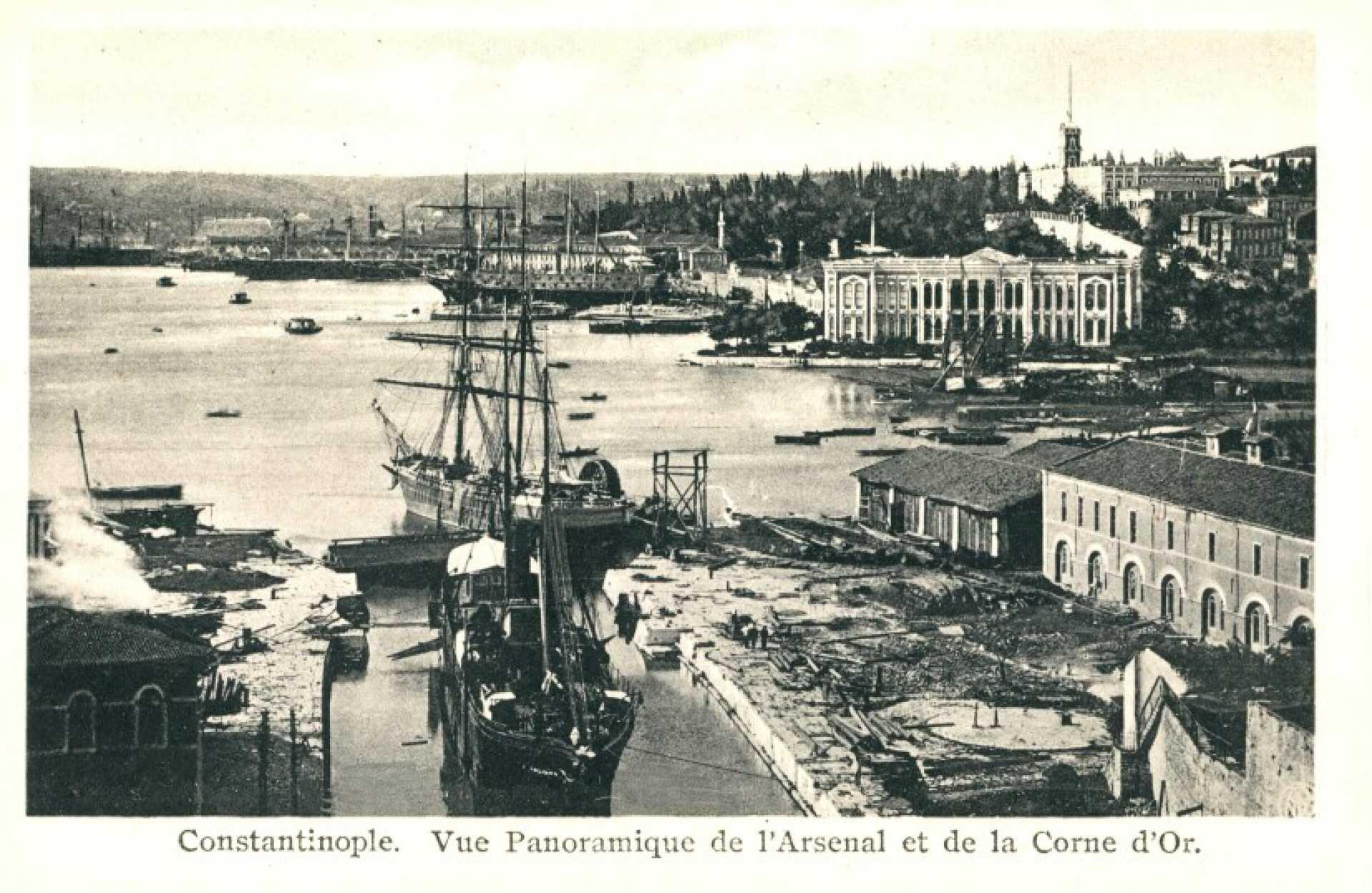 Constantinople. Vue Panoramique de l'Arsenal et de la Corne d'Or.