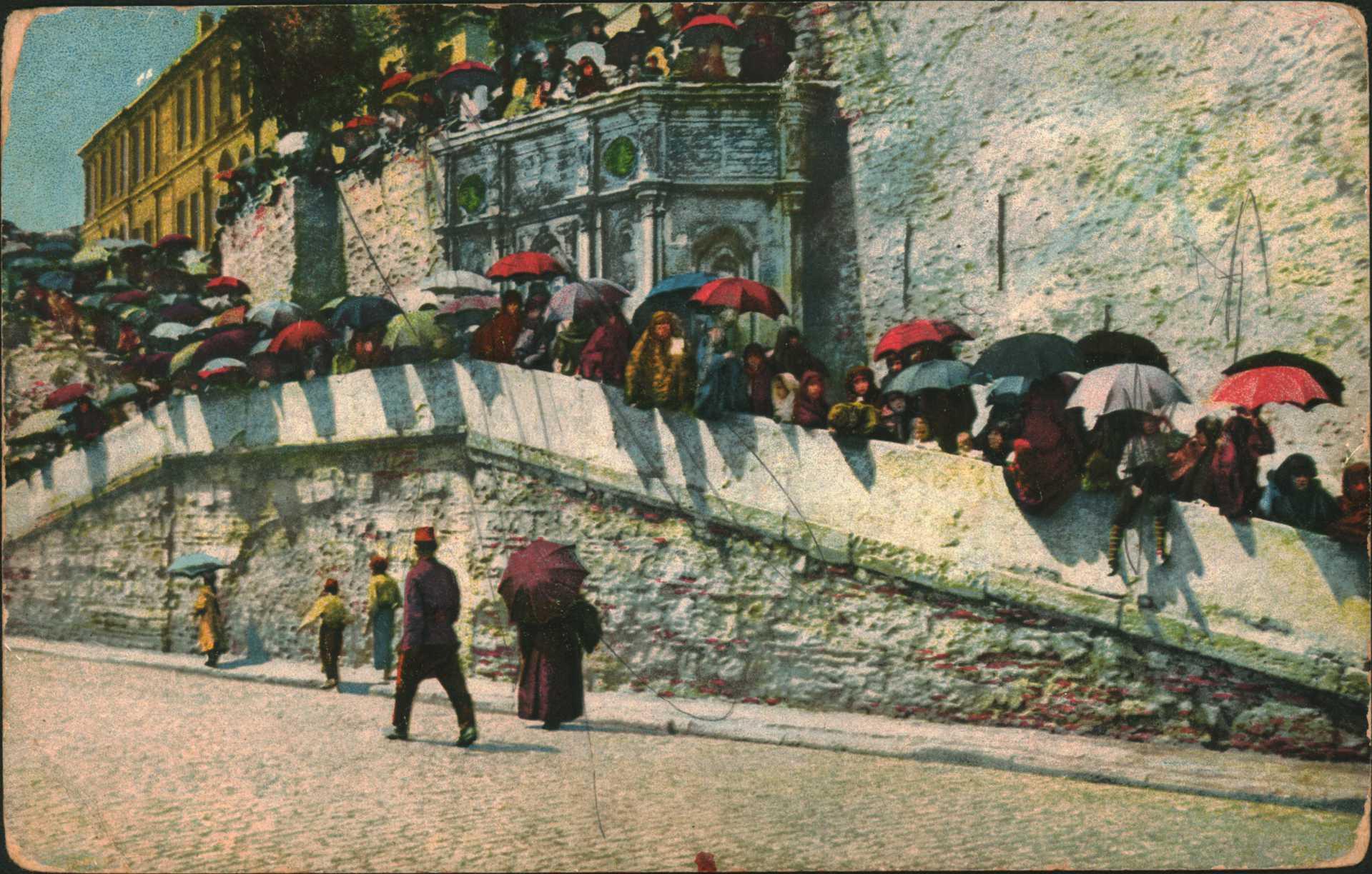 Constantinople-Les femmes turques attendant  le passage de S.M.LE Sultan