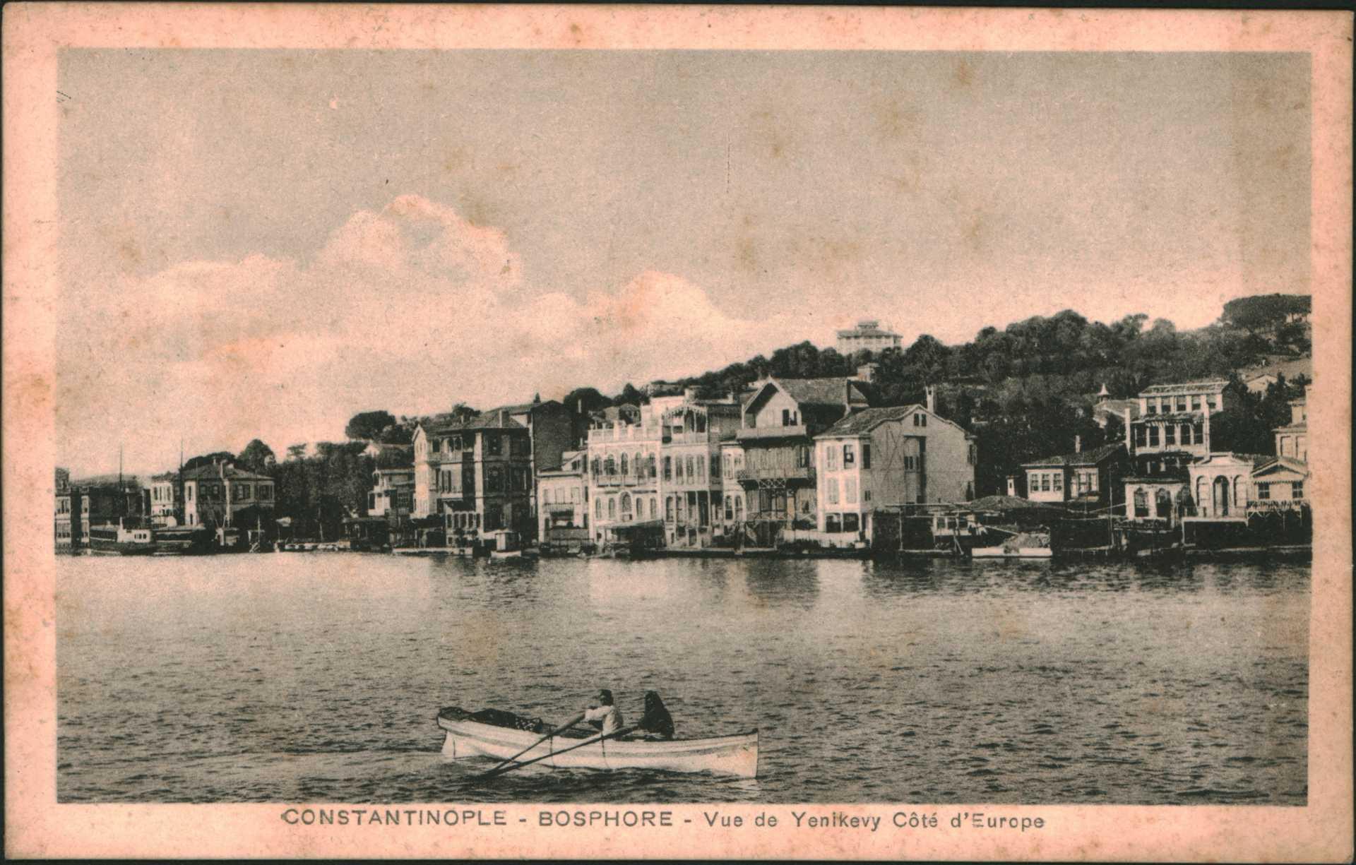 Constantinople-Bosphore- Vue de Yenikeuy cote d'Europe